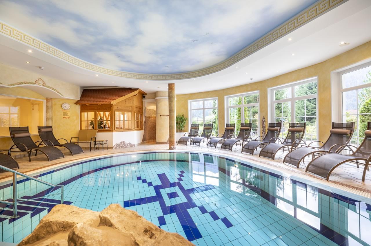 Hallenbad freibad aparthotel montana kleinarl for Schwimmbad gegenstromanlage